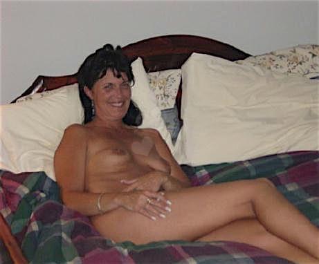 Nackteulrike (24) aus dem Kanton Uri