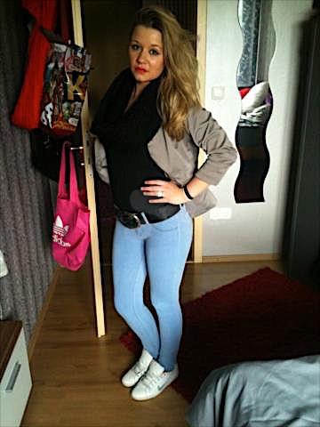Simone23 (23) aus dem Kanton Zürich