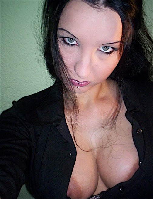 Tinezh (26) aus dem Kanton Zurich