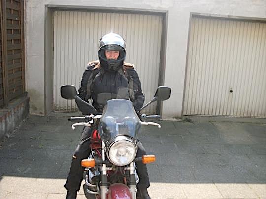 Bikerbraut (30) aus dem Kanton Zürich