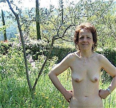 Reife Frau über 40 mit behaarter Fotze