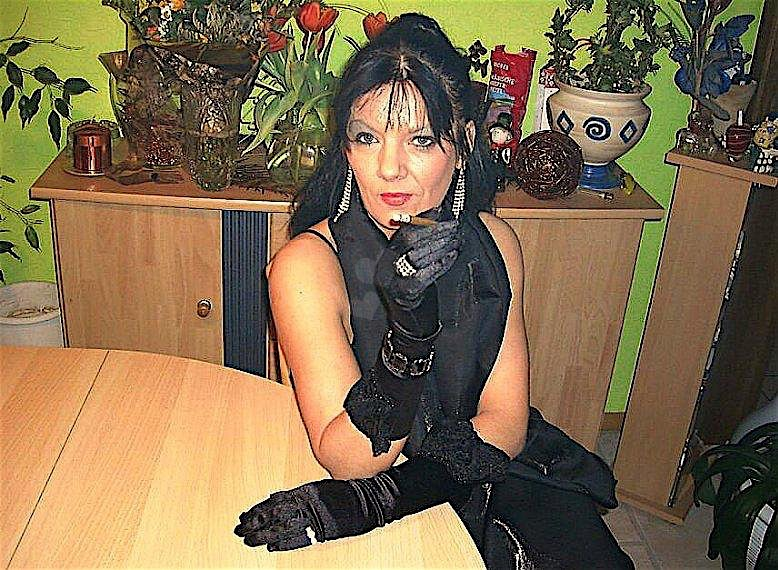 Larissa (45) aus dem Kanton Glarus